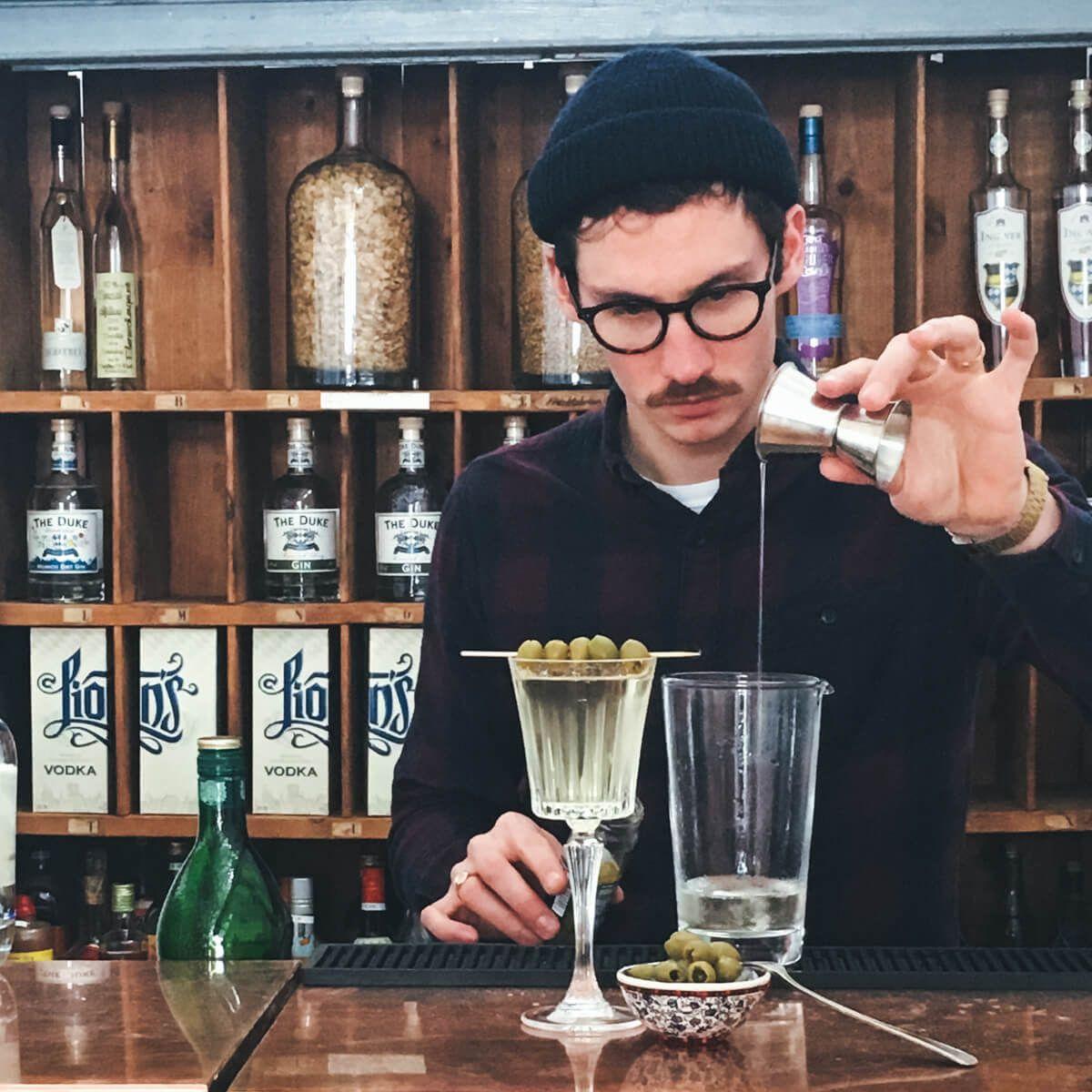 LION'S Vodka Bartender Dirty Martini