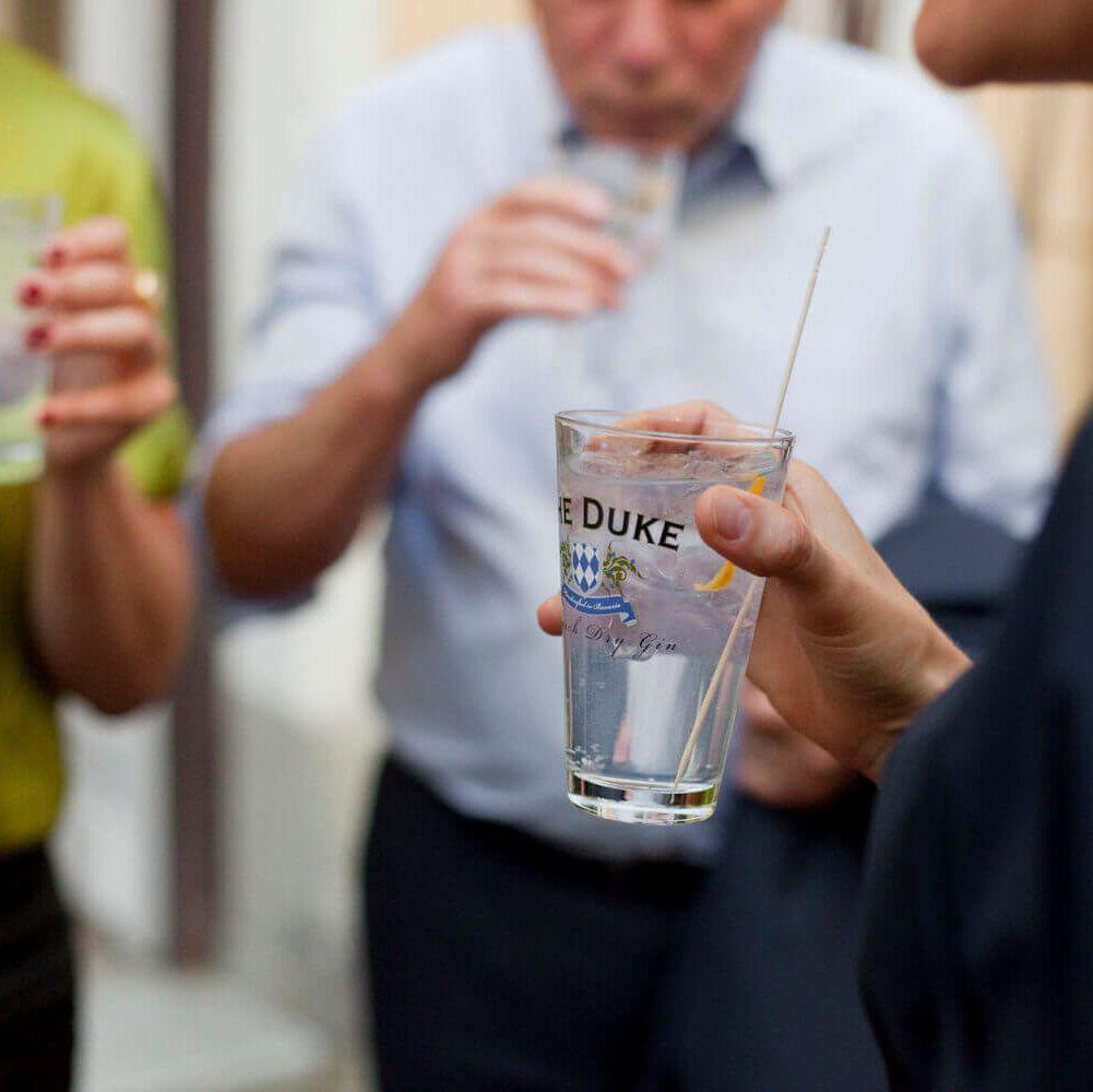 Gin Tonics bei Führung durch die Destillerie