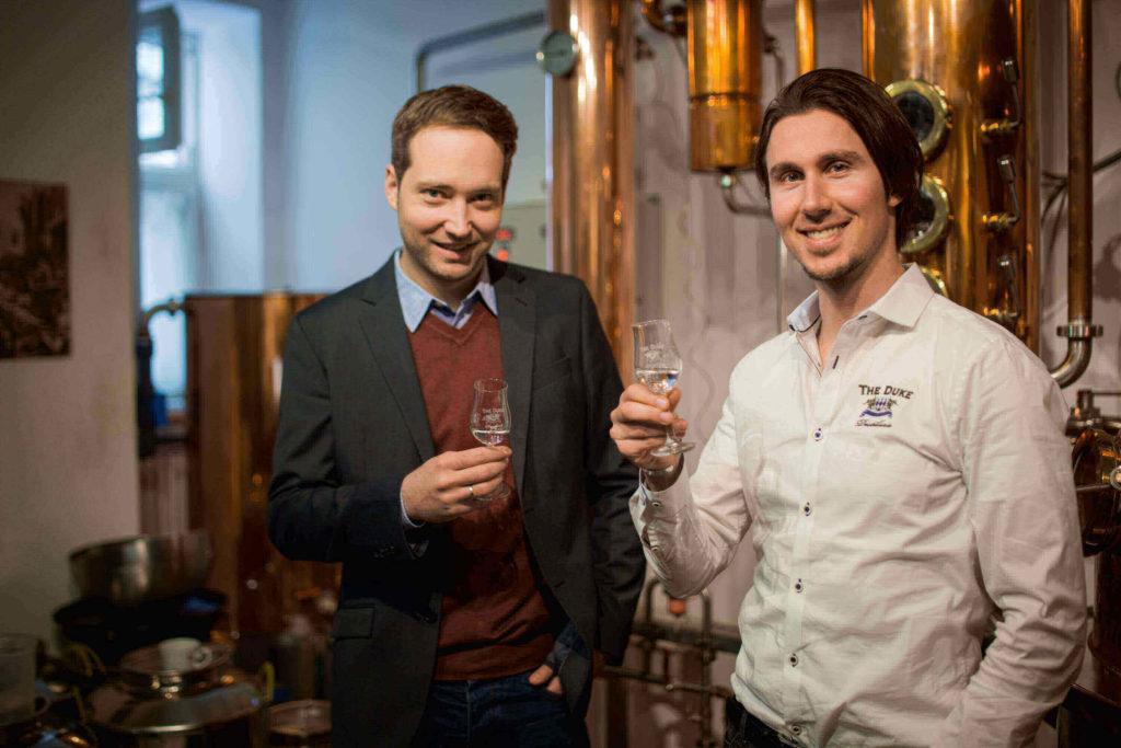 Die Gründer von THE DUKE Gin bei der Gin Probe