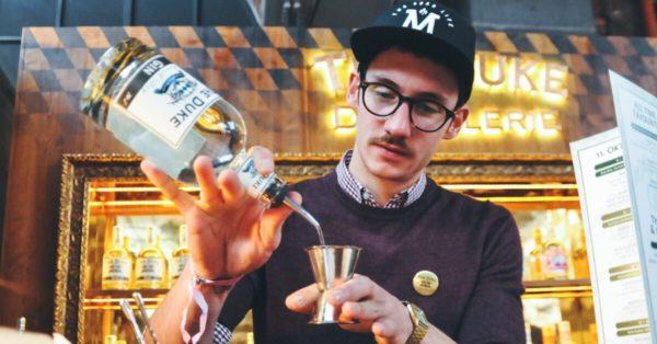 THE DUKE Destillerie Mitarbeiterporträt Shake it