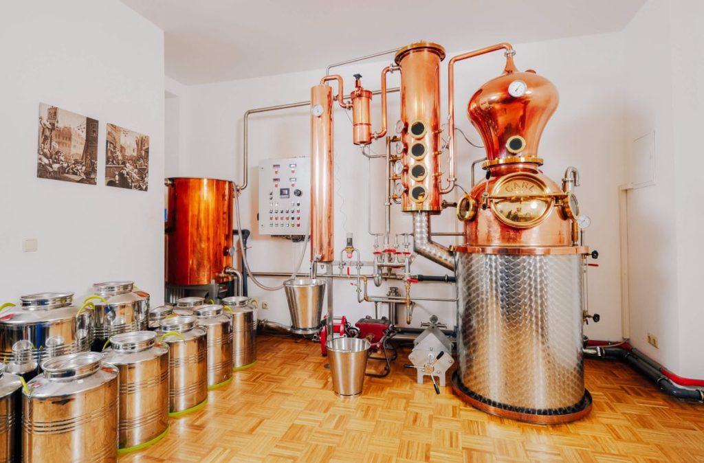 Die Destillieranlage wo der Duke Gin hergestellt wird