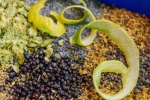 Die Gin Mazeration in der Nahaufnahme