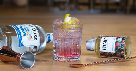 THE DUKE Wanderlust Gin mit Junip Pomegranate Infuser