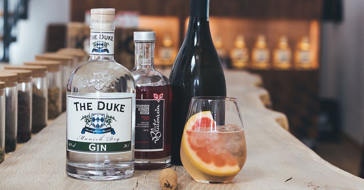 """THE DUKE Munich Dry Gin und Blütenrein Cocktail """"Rotgold"""""""