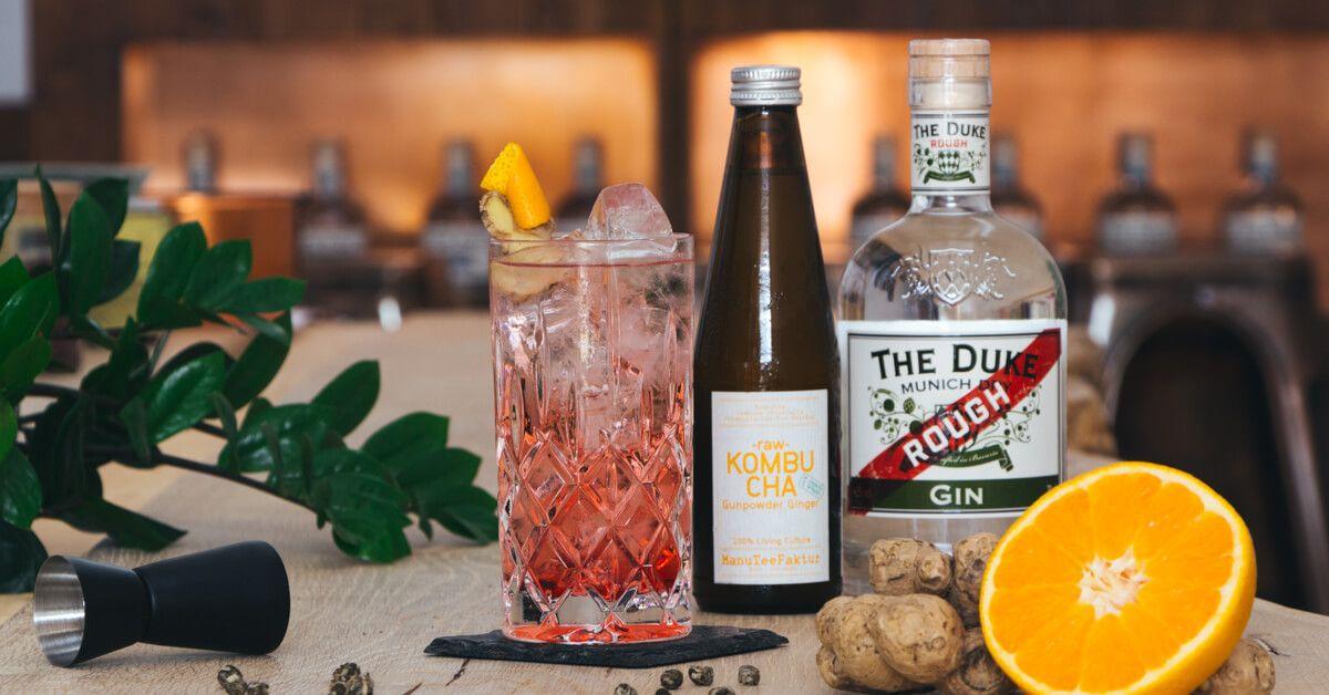 "THE DUKE Rough Gin Cocktail ""Root, Peel & Leaf"" mit Kombucha Gunpowder Ginger"