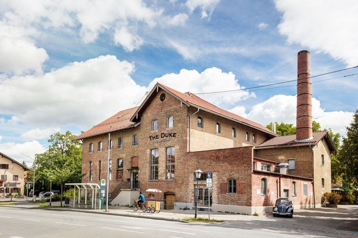 Ende 2016 zog die THE DUKE Destillerie in ein idyllisches Backsteingebäude nach Aschheim bei München