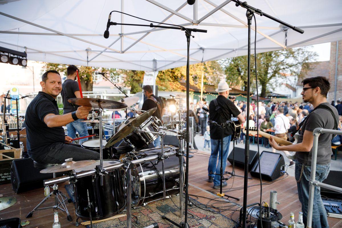 Auftritt einer Rockband bei THE DUKE