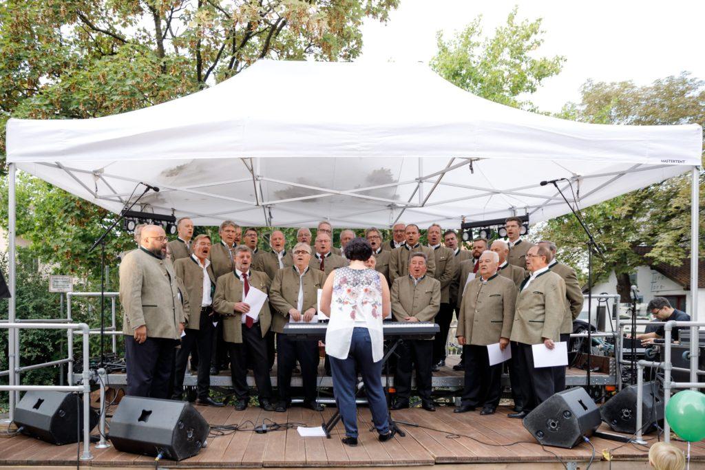 Der Aschheimer Männer Gesangsverein beim Tag der offenen Tür der THE DUKE Destillerie