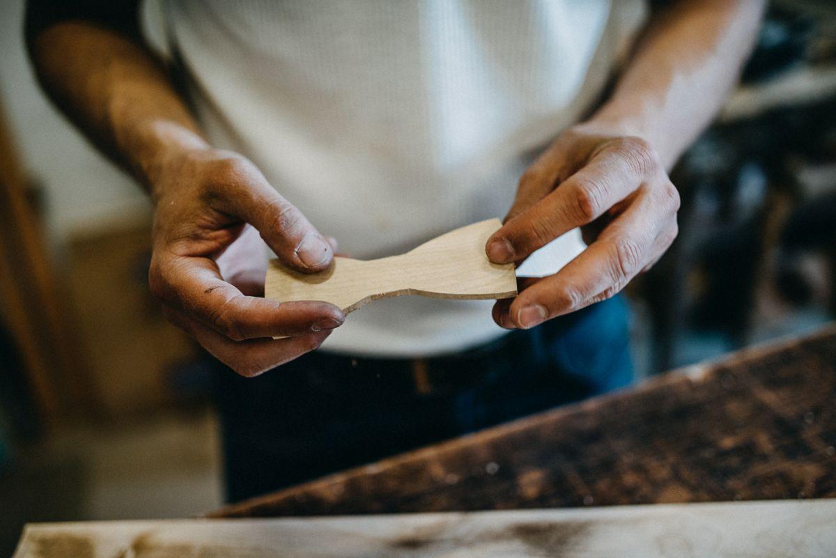BeWooden stellt Accessoires in Handarbeit her und verwendet hierfür nur unbehandeltes oder gebrauchtes Holz