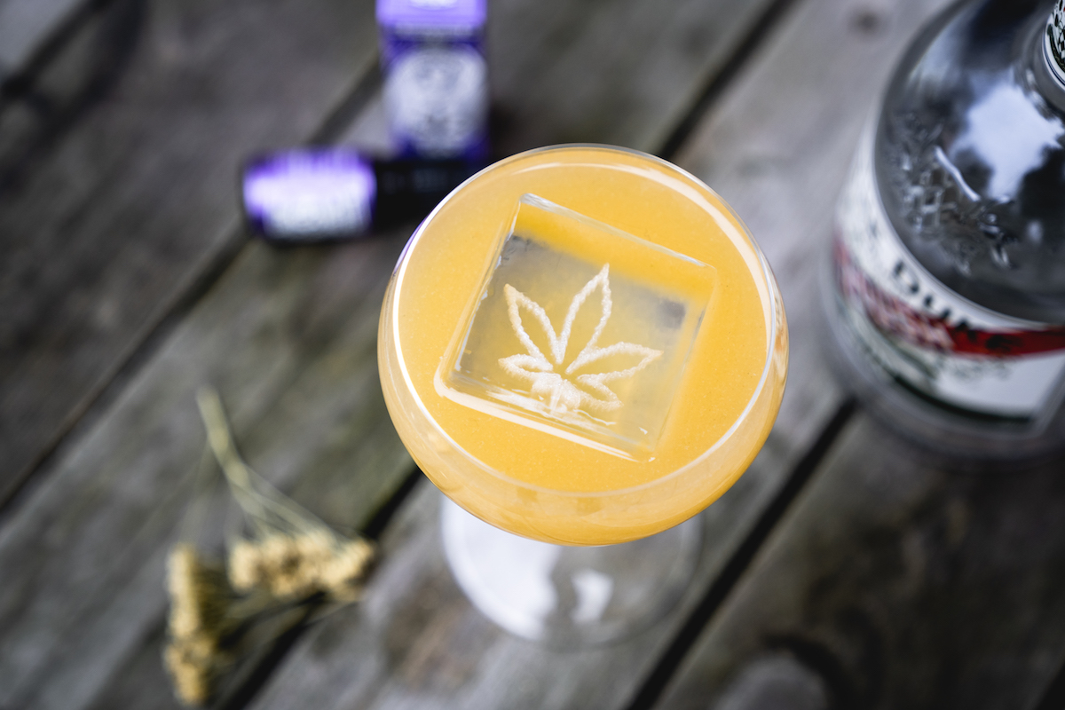 """The Calm"": CBD Cocktail mit THE DUKE Rough Gin und CBD Öl"