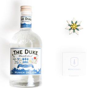 BeWooden x THE DUKE Edelweiß Set: THE DUKE Wanderlust Gin und Edelweißbrosche aus Holz