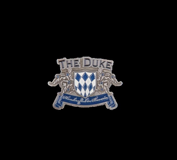 Brosche mit dem Logo der THE DUKE Destillerie zum Anstecken