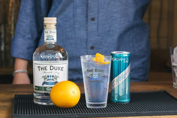 THE DUKE Munich Dry Gin mit Red Bull Organic Tonic
