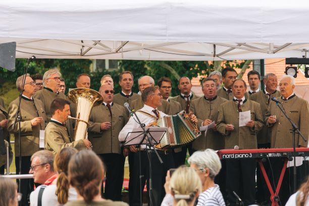 Live Musik auf dem Destilleriefest mit dem Männergesangverein Aschheim