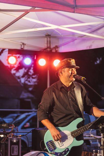 Live Musik auf dem THE DUKE Destilleriefest mit Big Pack Rock - Gitarre