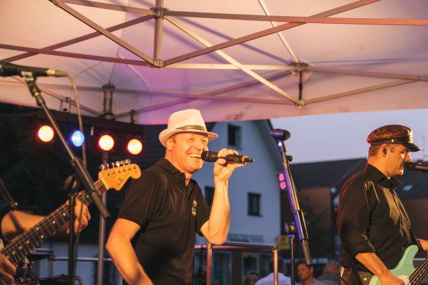Live Musik auf dem THE DUKE Destilleriefest mit Big Pack Rock Sänger