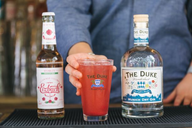 THE DUKE Munich Dry Gin mit Eizbach Rosen Limonade