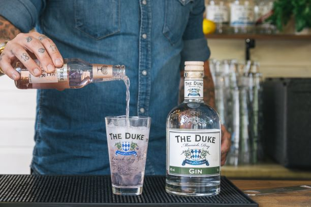 THE DUKE Munich Dry Gin mit Fevertree Aromatic Tonic
