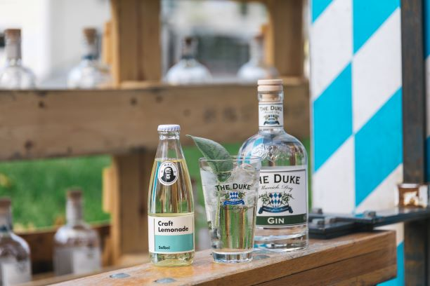 THE DUKE Munich Dry Gin mit M.A.T. Kräuter Limonade