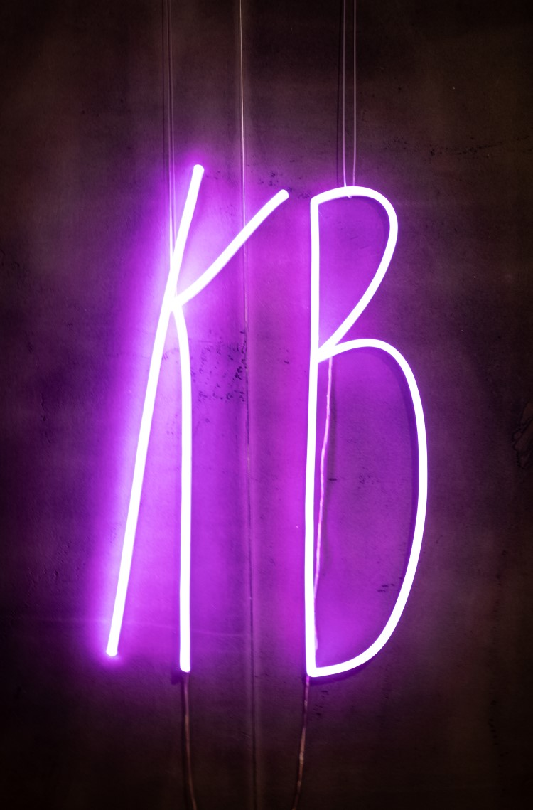 Kinly Boys Lampe in der Ménage Bar