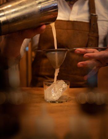 Double Strain mit LION's Vodka Cocktail