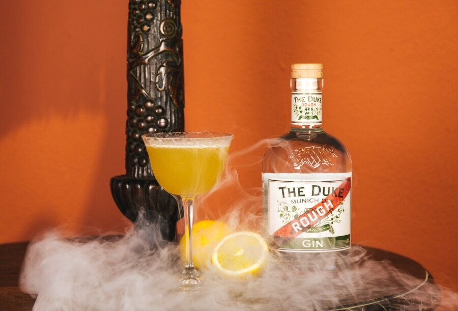 Smoke Bubble zerplatzt auf Gin Cocktail mit THE DUKE Gin