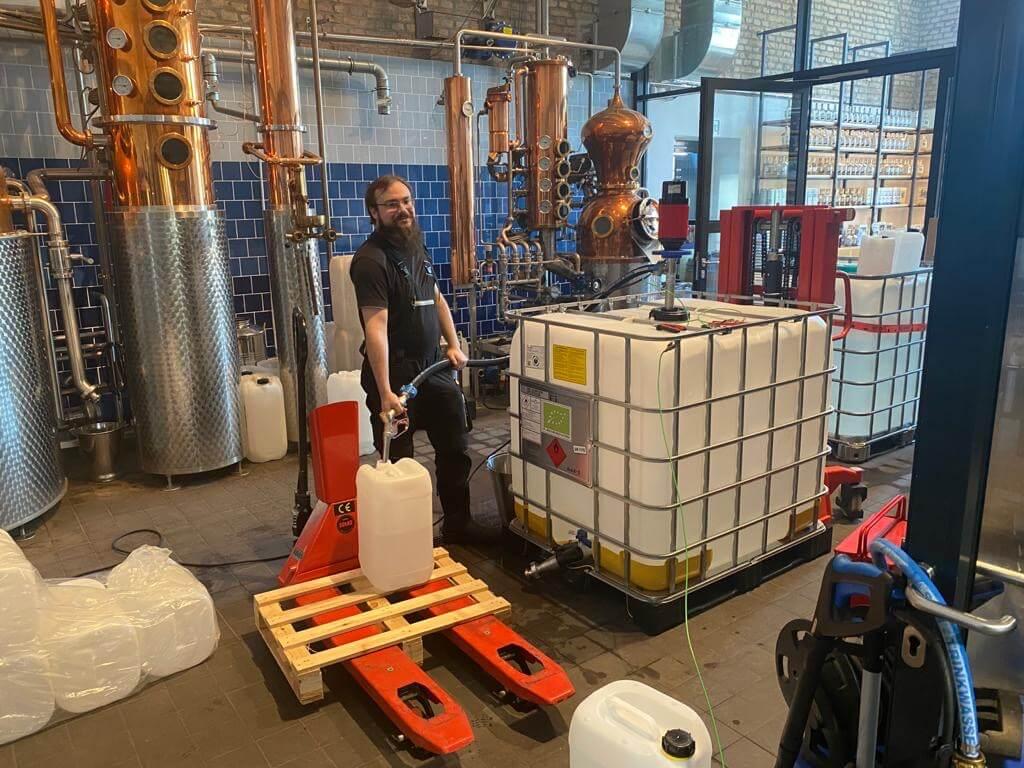 Alkohol aus der THE DUKE Destillerie für Apotheken zur Herstellung von Desinfektionsmittel