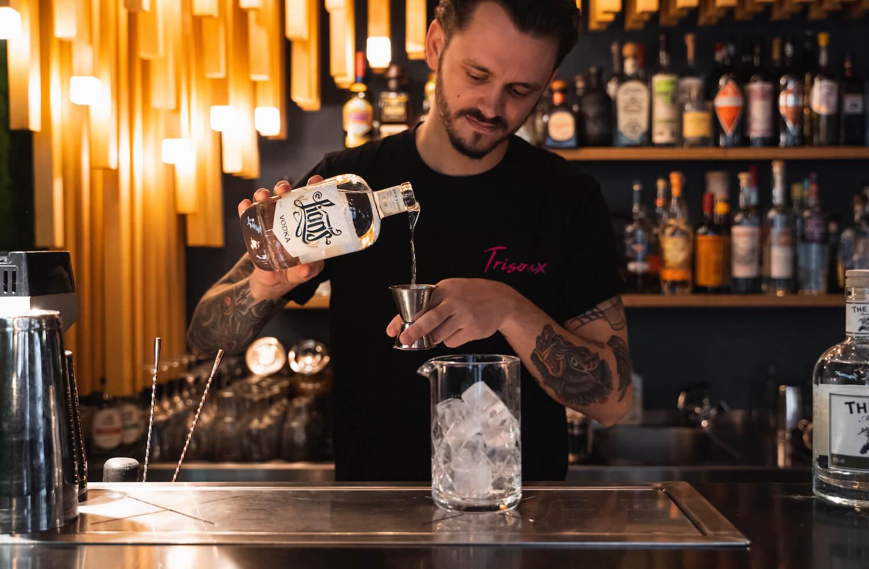 Philipp Fröhlich vom Trisoux mixt mit LION's Vodka