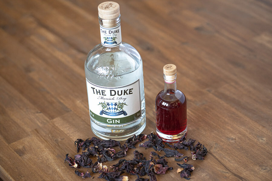 Fertiger THE DUKE Munich Dry Gin infused mit Hibiskus Blüten