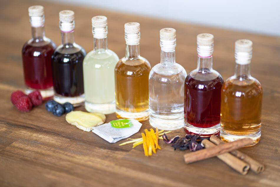 Infused Duke Gin mit Himbeeren, Blaubeeren, Ingwer, Grüntee, Zitrusschalen, Hibiskus, Zimt