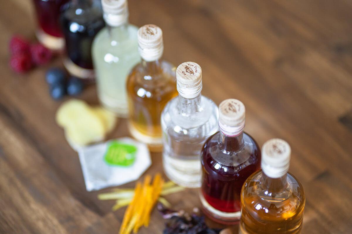Infused THE DUKE Gin mit Himbeeren, Blaubeeren, Ingwer, Grüntee, Zitrusschalen, Hibiskus, Zimt