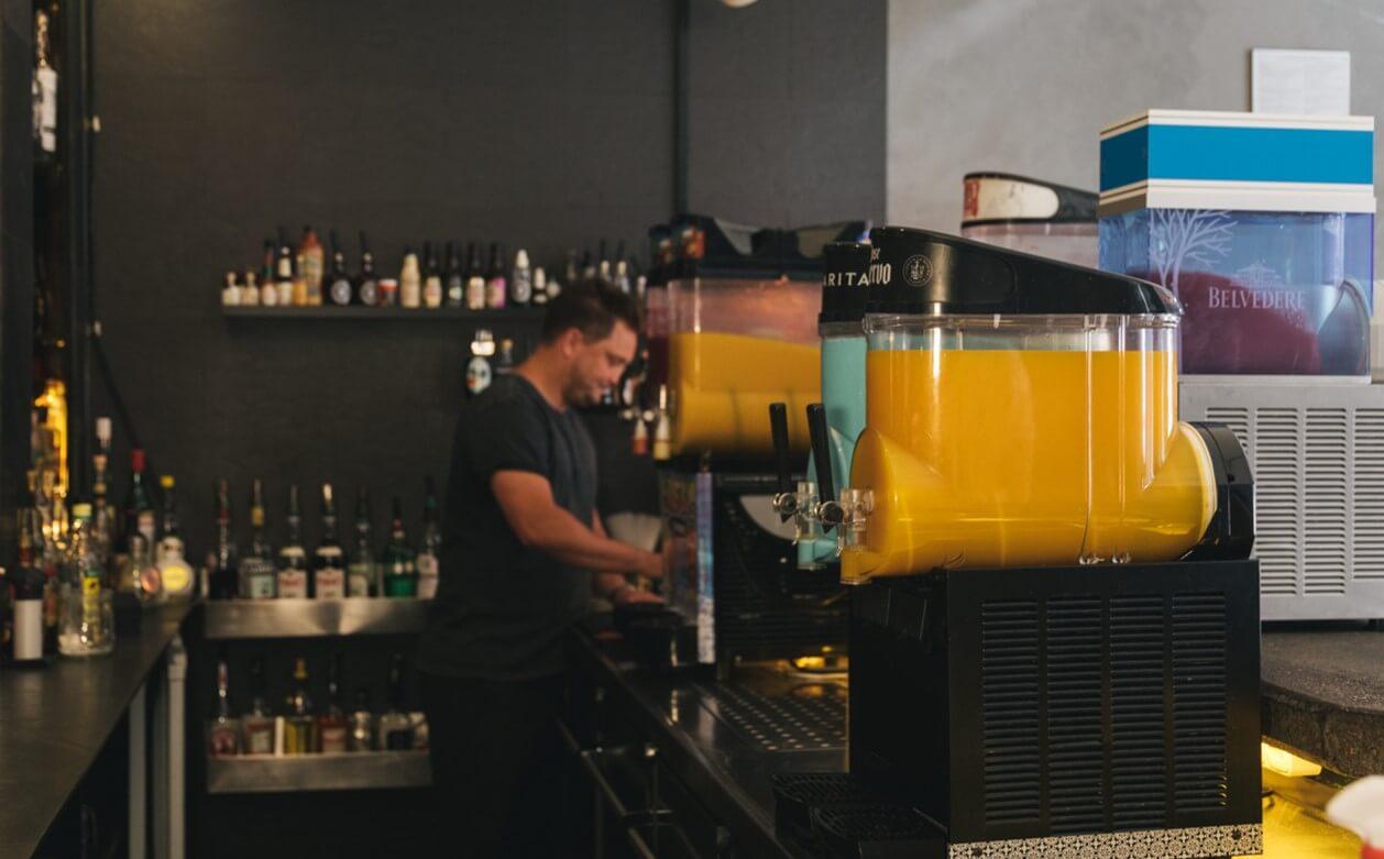 Verschiedene Slushie Maschinen in der Zephyr Bar