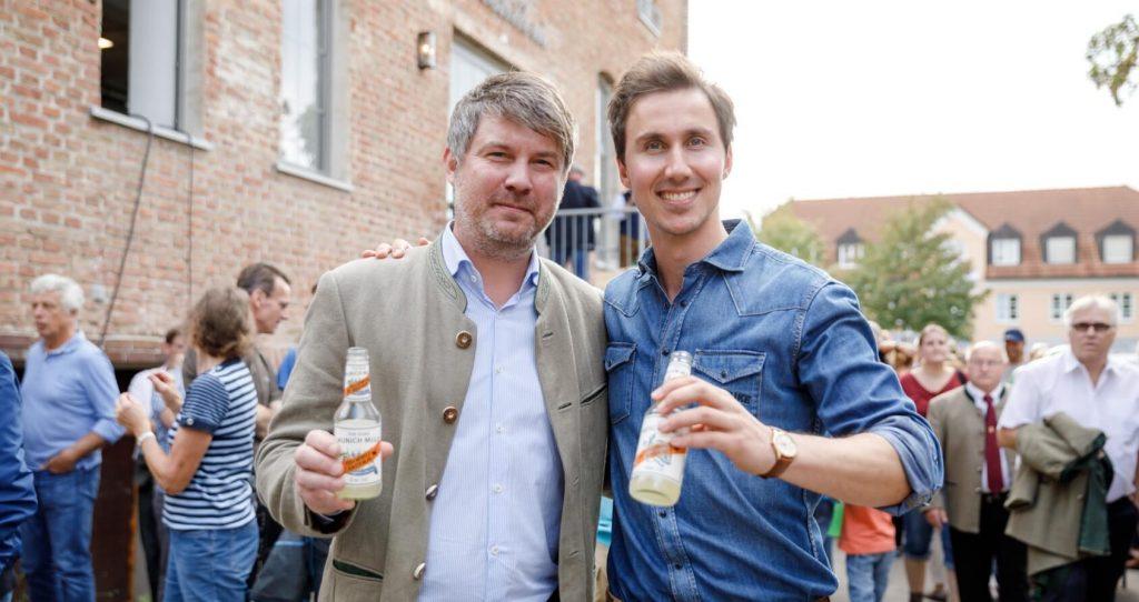 THE DUKE Gründer Max und der Aschheimer Bürgermeister am Tag der offenen Tür