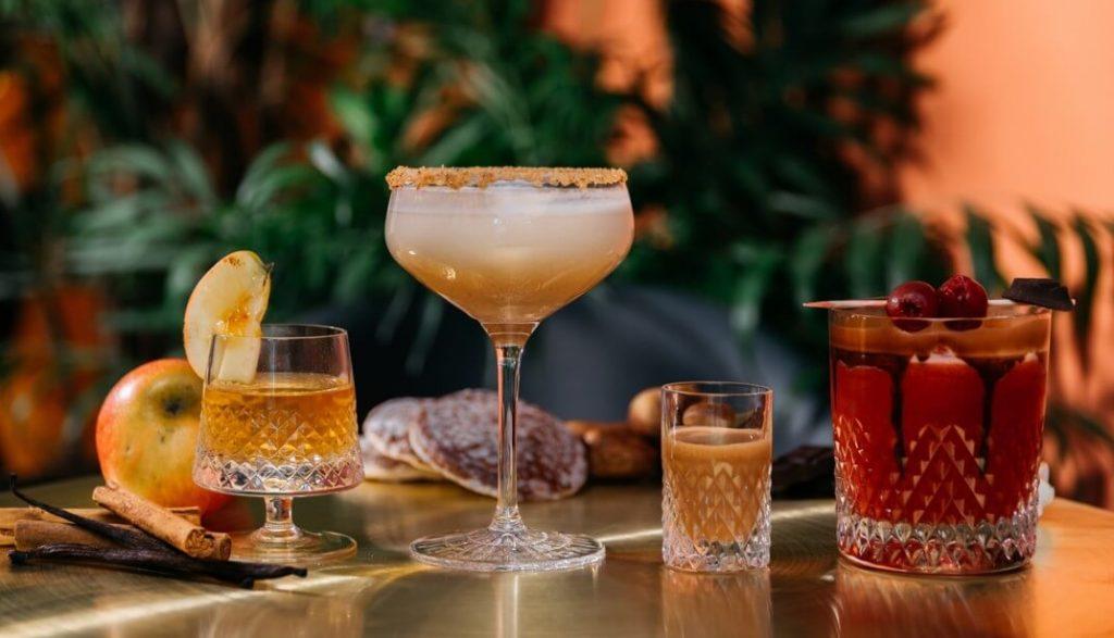 Leckere Winter Vodka Drinks mit LION's Vodka, Lebkuchen, Bratapfel und Karamell