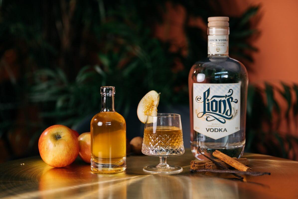 Winter Drink mit Bratapfel und LION's Vodka