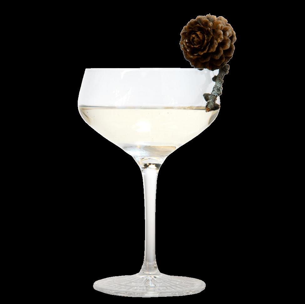 Klarer Cocktail mit THE DUKE Rough Gin, Zirbengeist und Haselnussgeist