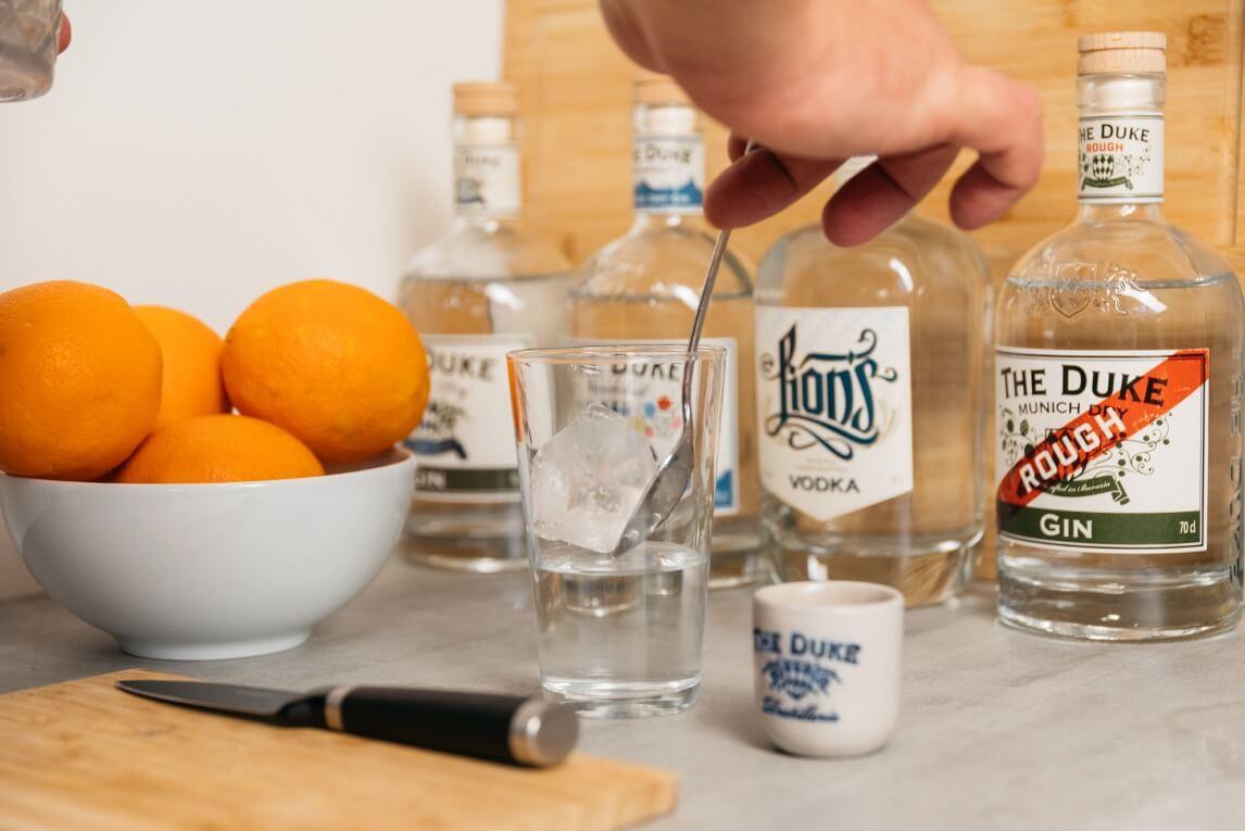 Eis und Gin in Longdrinkglas
