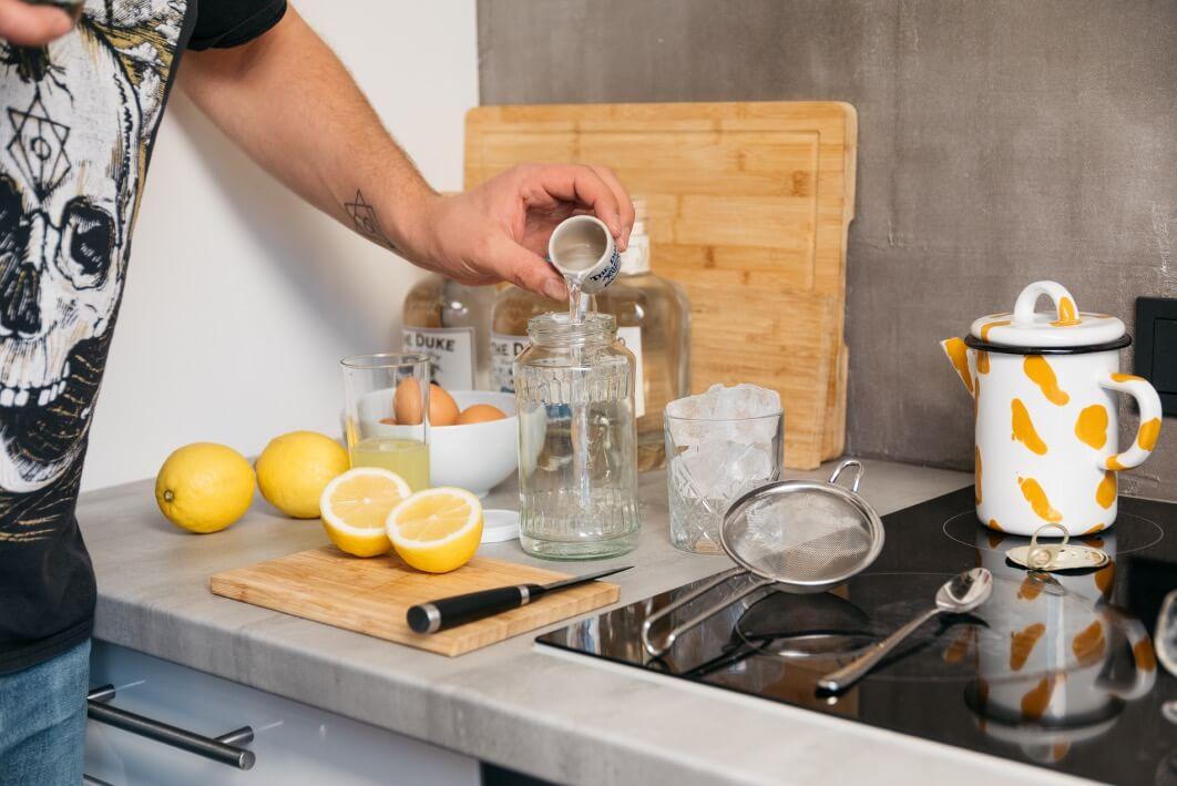 The Duke Gin mit Schraubglas als Shaker Alternative
