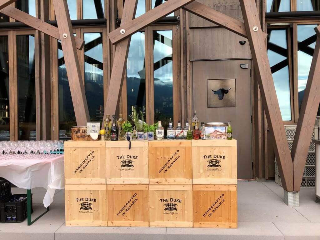 THE DUKE Event aufgebaut für Drinks
