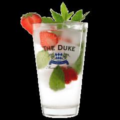 The Duke Gin & Tonic mit Minze und Erdbeeren