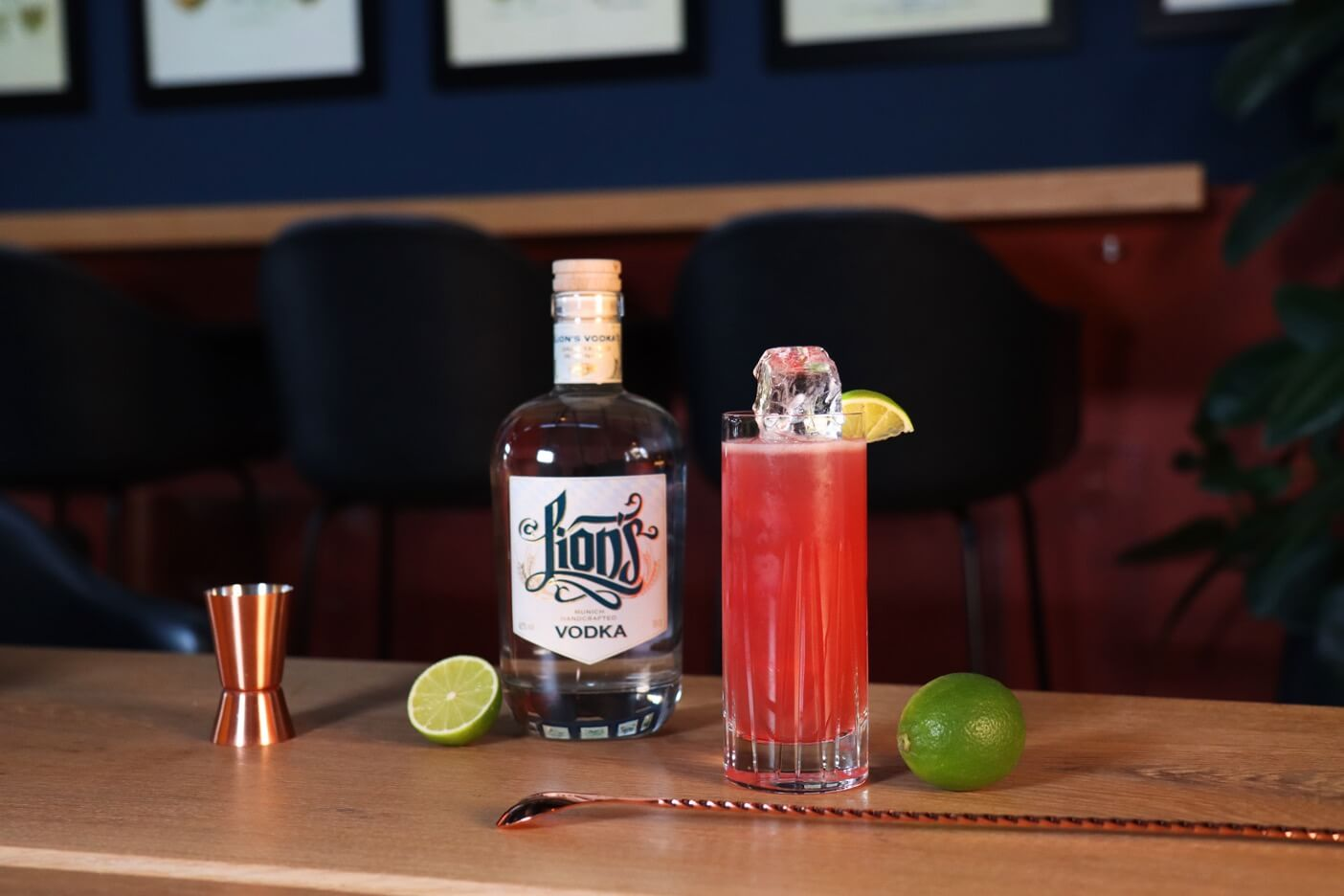 Cocktail Klassiker Cape Cod im Highball Glas mit LION's Vodka