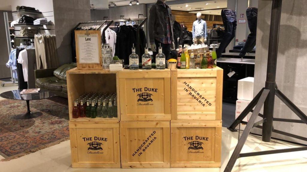 THE DUKE Event Bar bereit zum Drinks Mixen